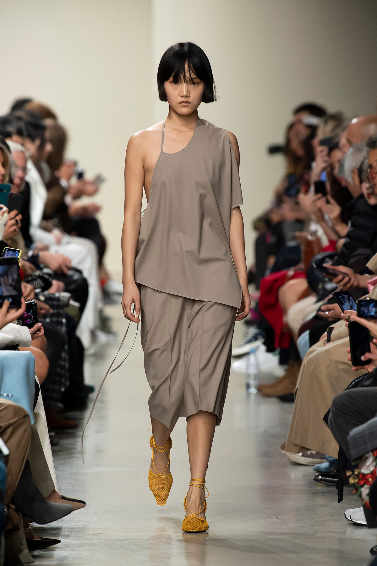 LOOK 4 Top PHILA Trousers PRALINE