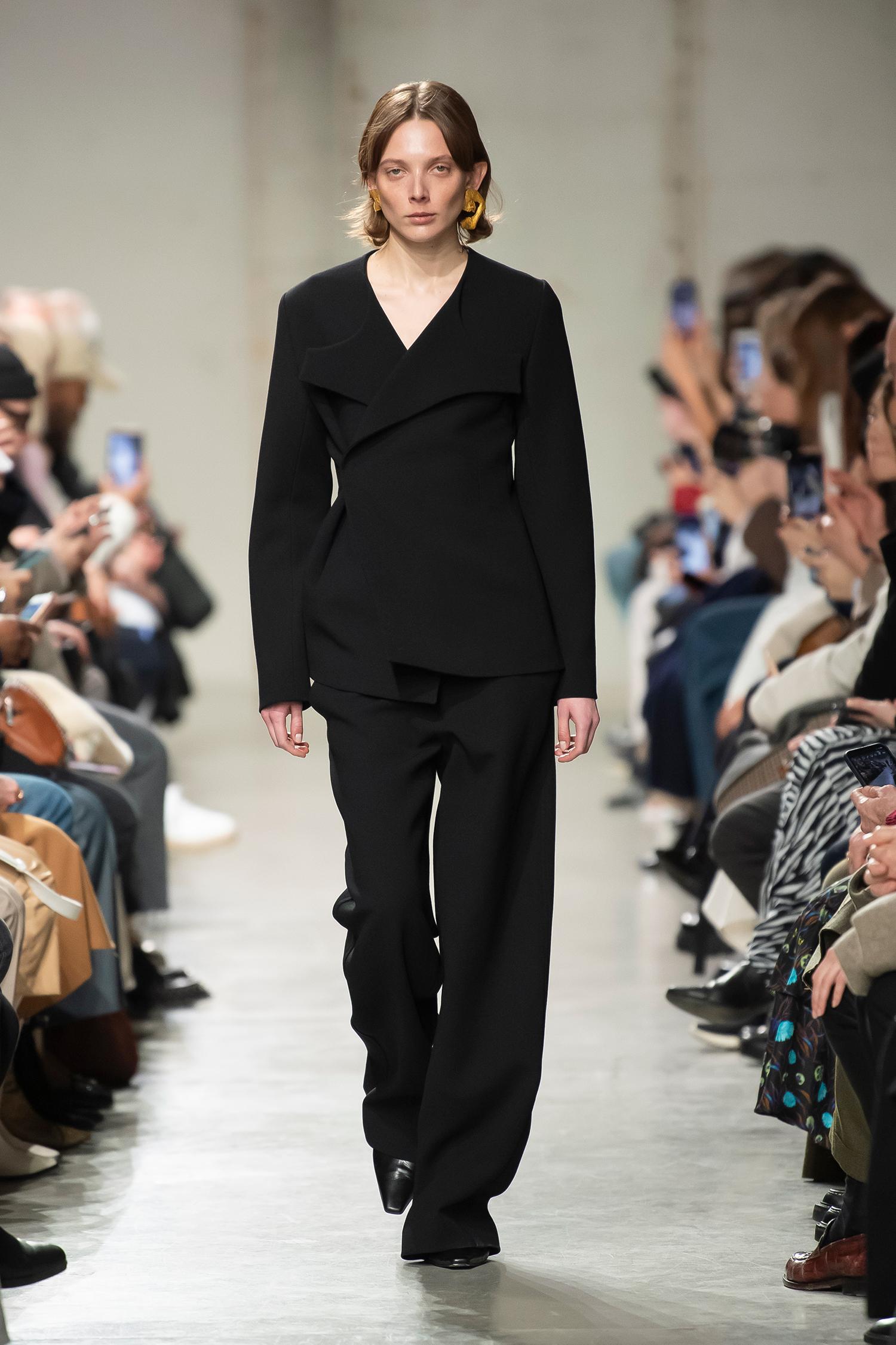 LOOK 18 Jacket RATI Trousers RILLA