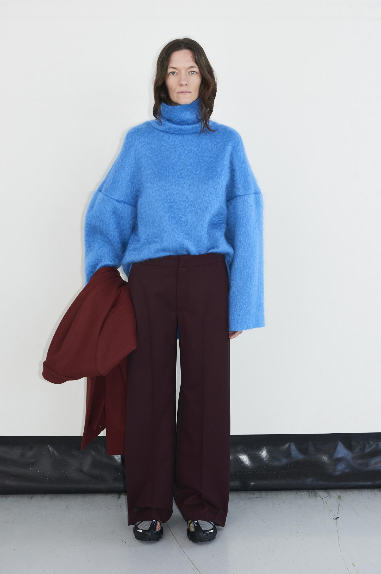 GAUCHERE Fall Winter 2021 Paris Fashion Week LOOK 1 Coat THOMINE, Top TIDUS, Pants TEKIN