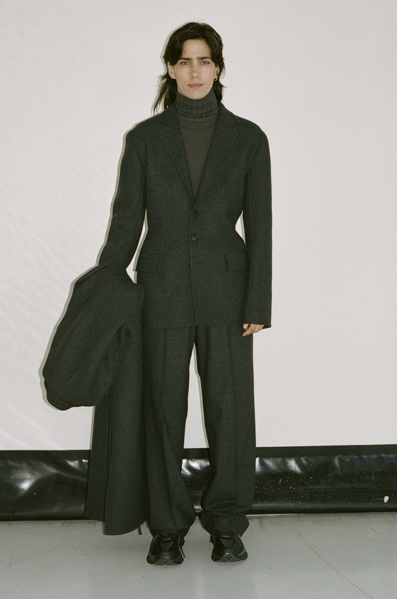 GAUCHERE Fall Winter 2021 Paris Fashion Week LOOK 4 Coat TEDDIE, Jacket TIA, Knit Top TOMOKO, Trousers TIRIE