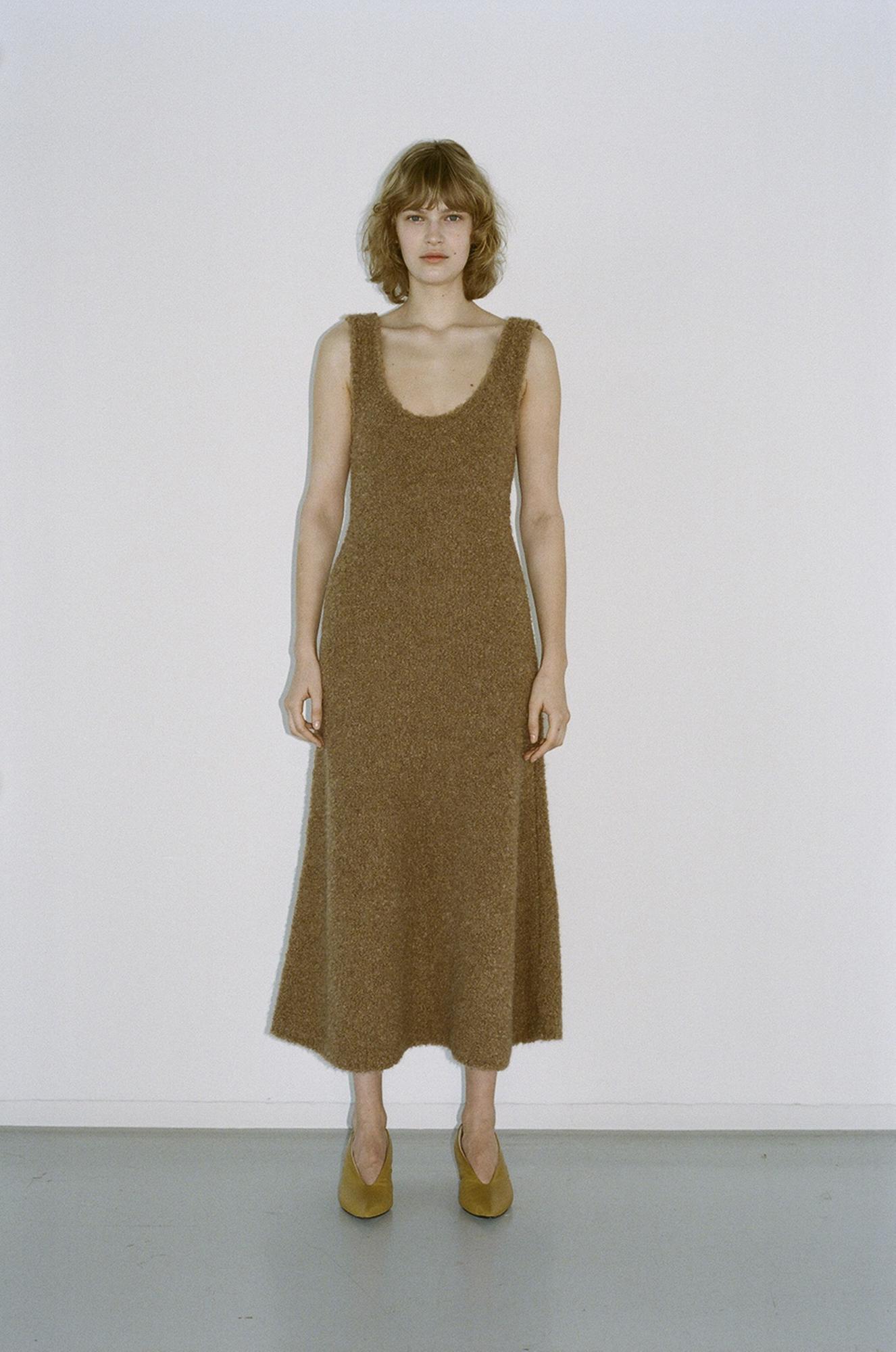 GAUCHERE Fall Winter 2021 Paris Fashion Week LOOK 5 Knit Dress TIBELIA, Shoes PILLOW PUMP