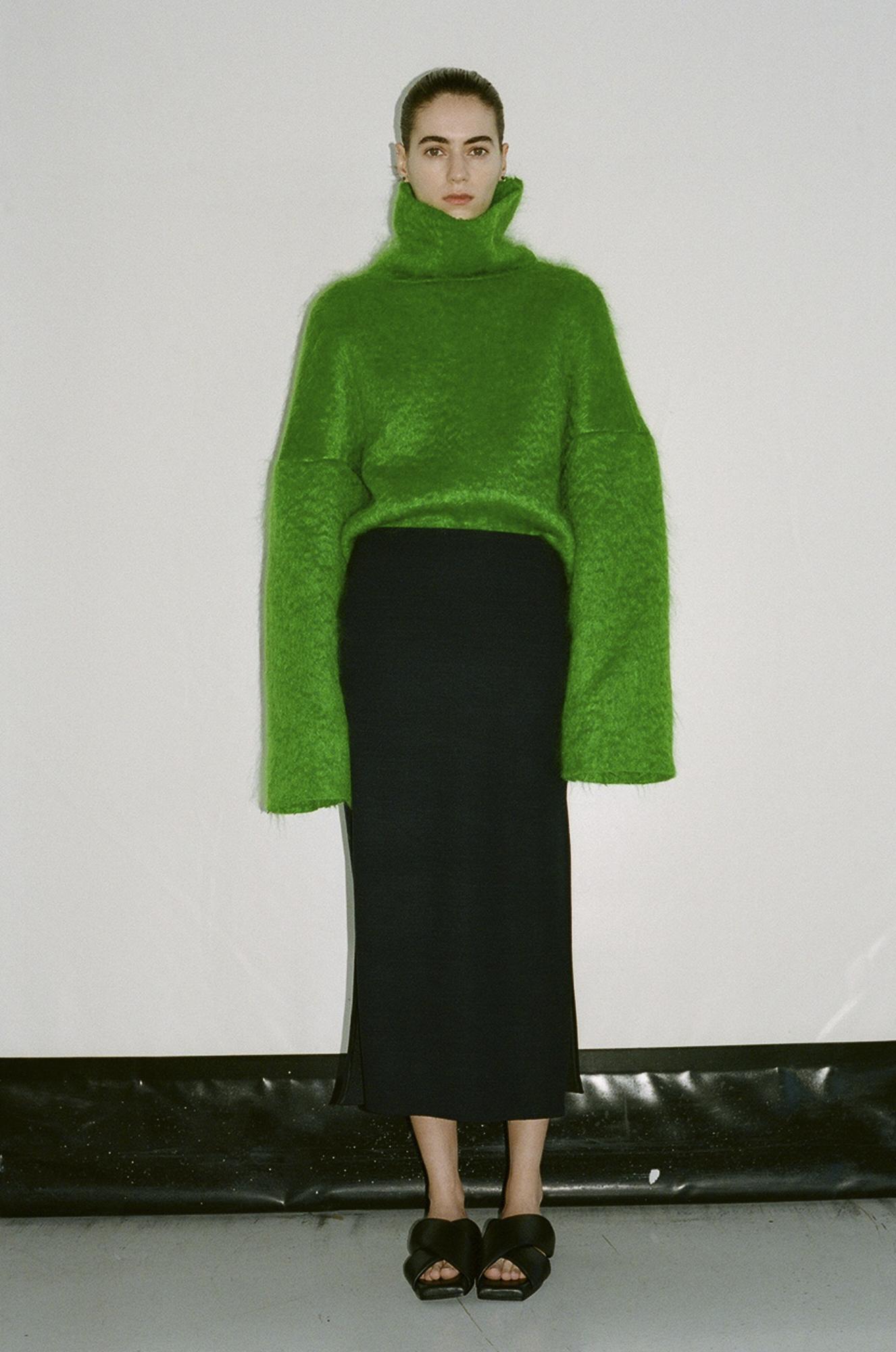 GAUCHERE Fall Winter 2021 Paris Fashion Week LOOK 6 Top TIDUS, Skirt THEOLINE, Shoes DOUBLE X