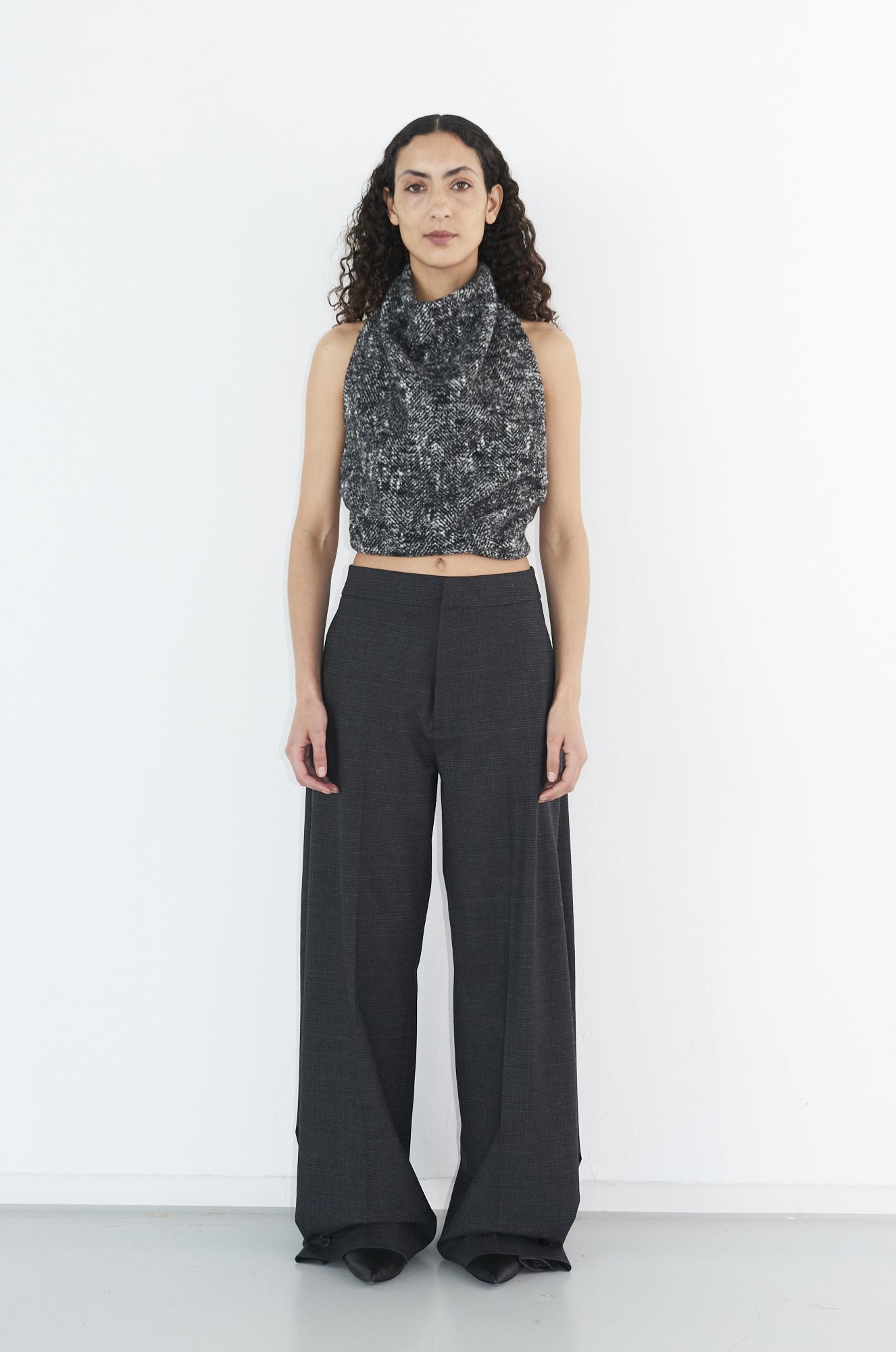GAUCHERE Fall Winter 2021 Paris Fashion Week LOOK 7 Top TALENA, Trousers TEKIN, Shoes PILLOW PUMP