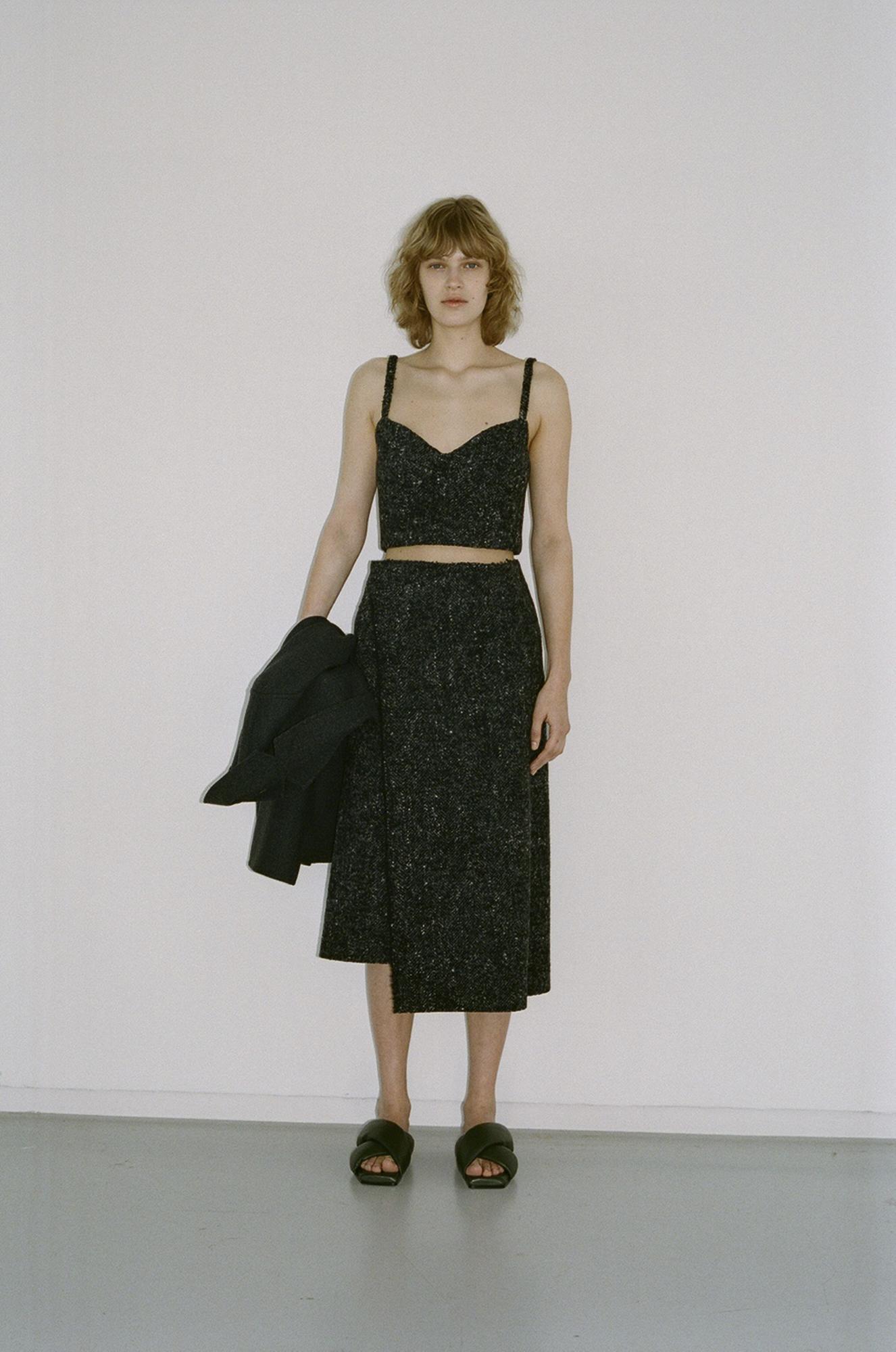GAUCHERE Fall Winter 2021 Paris Fashion Week LOOK 15 Jacket TIA, Top TAMIKO, Skirt TECA, Shoes DOUBLE X