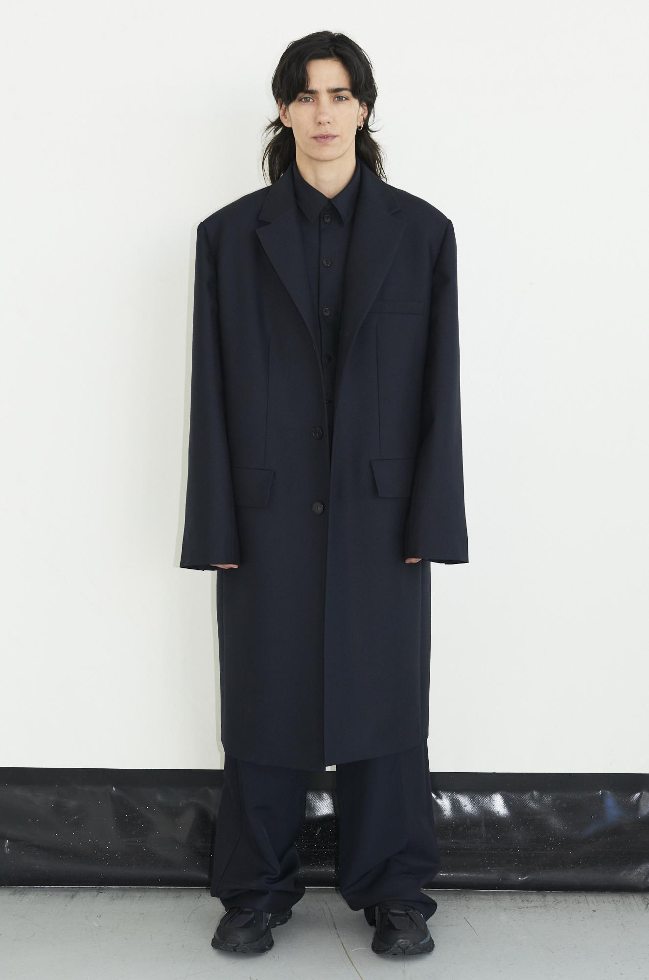 GAUCHERE Fall Winter 2021 Paris Fashion Week LOOK 19 Coat THEDA, Shirt TOYAH, Trousers TIRIE
