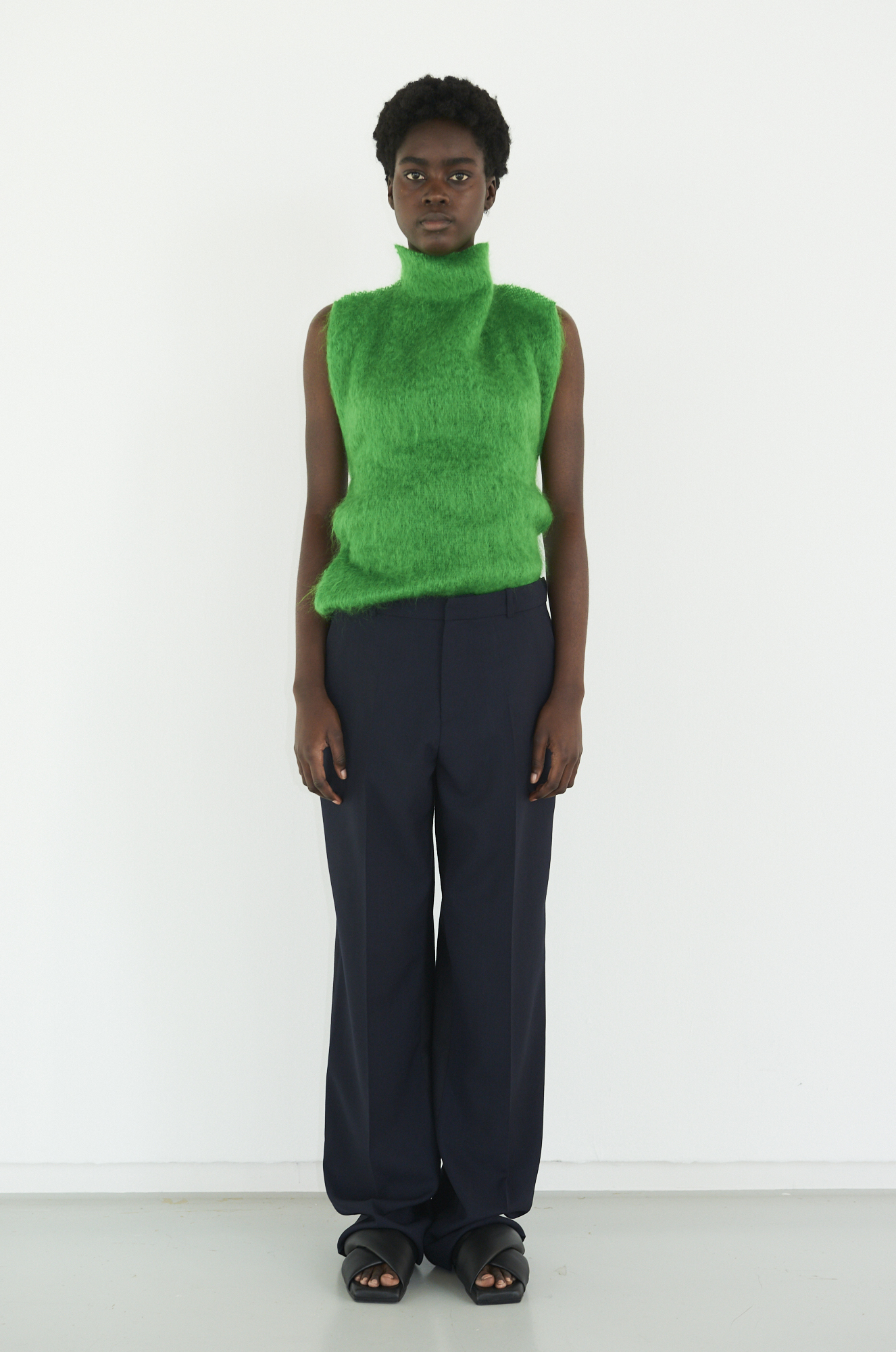 GAUCHERE Fall Winter 2021 Paris Fashion Week LOOK 21 Top TAHNEE, Trousers TIRIE, Shoes DOUBLE X