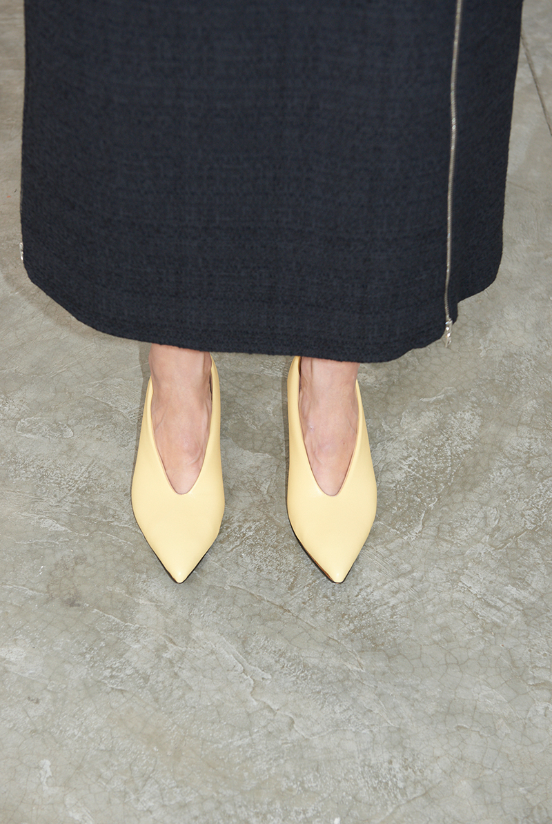 Skirt VESILE, Shoes PILLOW PUMP
